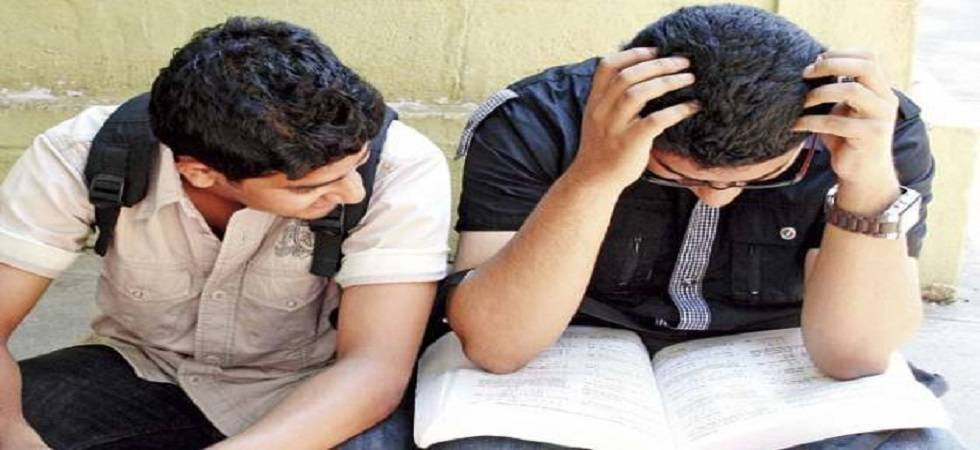 Checking phones in lectures may cost students grades