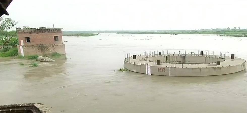 Yamuna water level rises to 206.05 metre, forces nearly 14,000 to evacuate to safer places (Photo- Twitter/ANI)