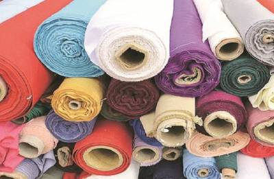 Textiles, apparel exports fall by nearly Rs 8,000 crore in FY18: Centre