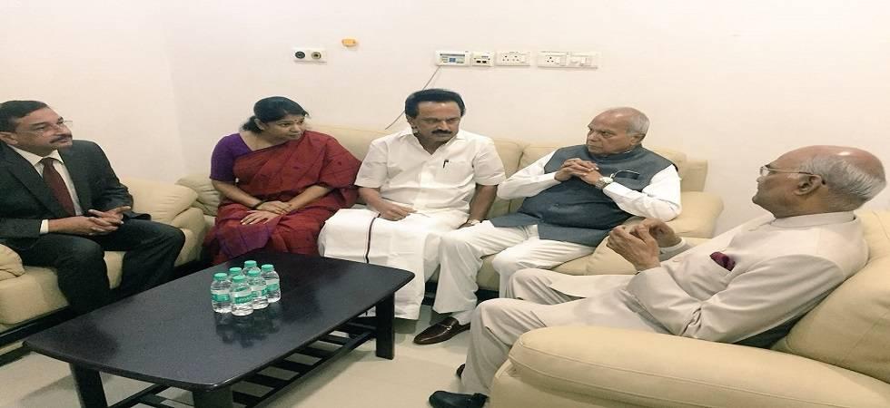 President Kovind visits Karunanidhi at hospital (Photo- Twitter/@rashtrapatibhvn)