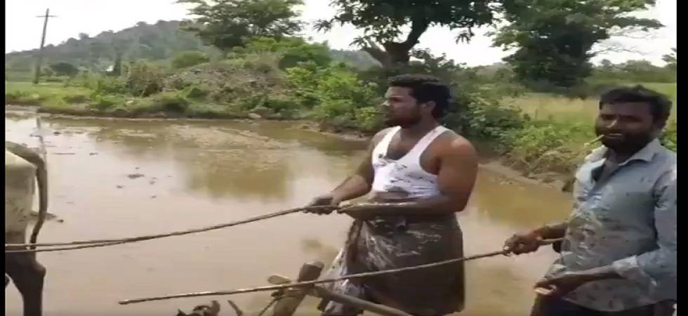Farmer, budding actor a sensation after 'Kiki Dance Challenge' (Photo- Instagram/My Village Show)