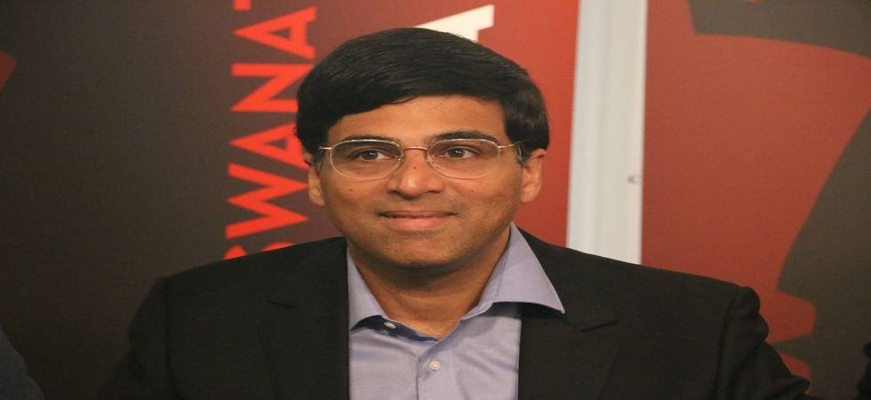 Anand tied forth after first day of rapid chess ( Photo: Twitter/ @chesscom_in )