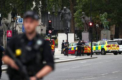 Car crashes into barriers outside UK Parliament in terror attack; 3 injured