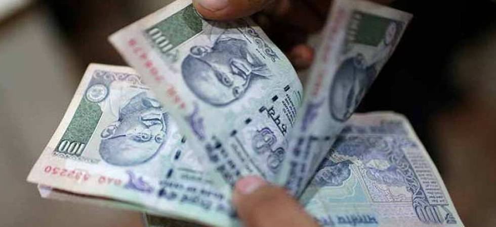 Rupee crashes to 70.09 against US dollar; Congress hits our Modi govt (File Photo)