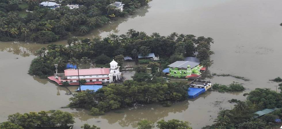 Mosque offers shelter to Hindus in rain-hit Kerala (Photo- Twitter/@narayanisms)