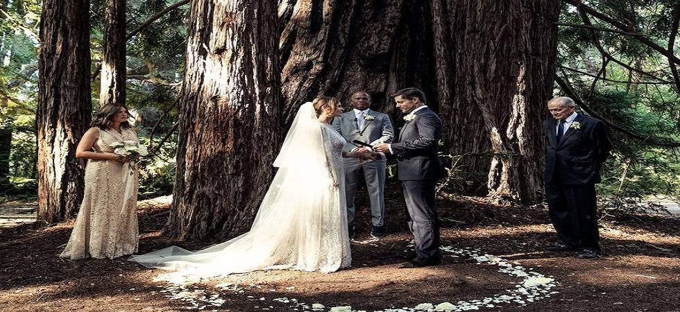 Hilary Swank marries b...