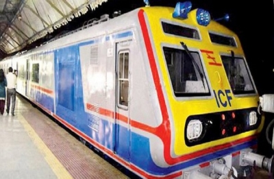 Man dies after falling off train in mobile snatching incident