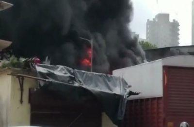 Massive fire in Mumbai's Malad industrial unit