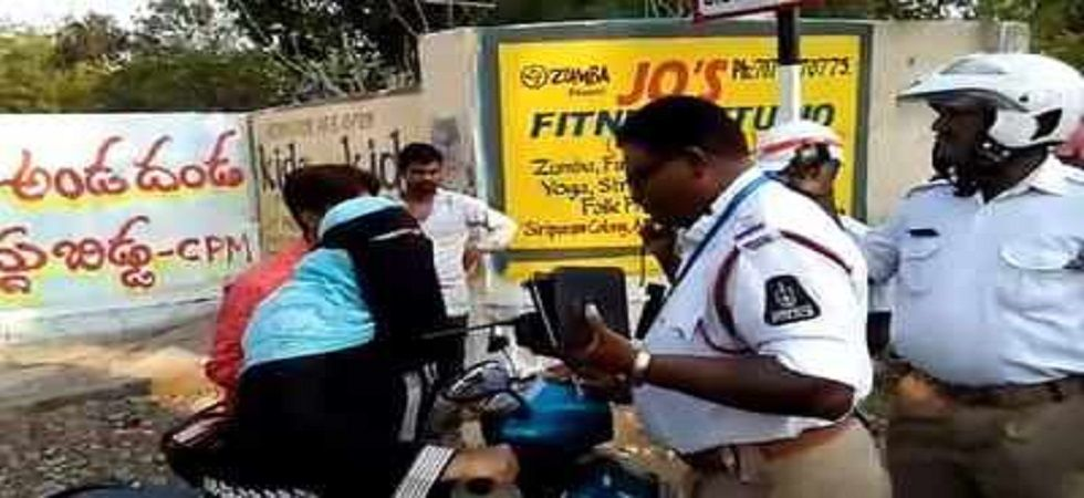 Video of woman abusing traffic personnel goes viral on the internet (Photo- Twitter)