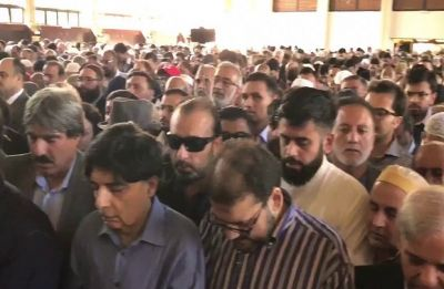 Hundreds attend funeral prayers of Nawaz Sharif's wife in London
