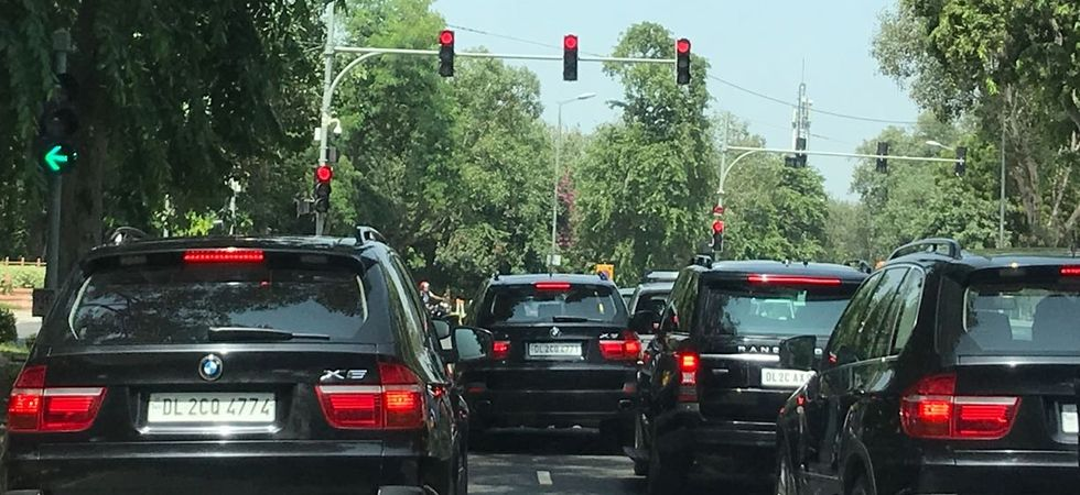 PM Modi's car en-route to Swachhata Shramdan gets stuck in traffic jam (Photo Source: Twitter)