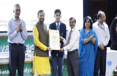 Prakash Javadekar confers Swachh Vidyalaya Puraskar awards to 52 schools
