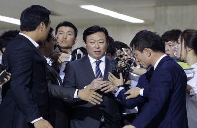 South Korea court releases Lotte chairman from jail