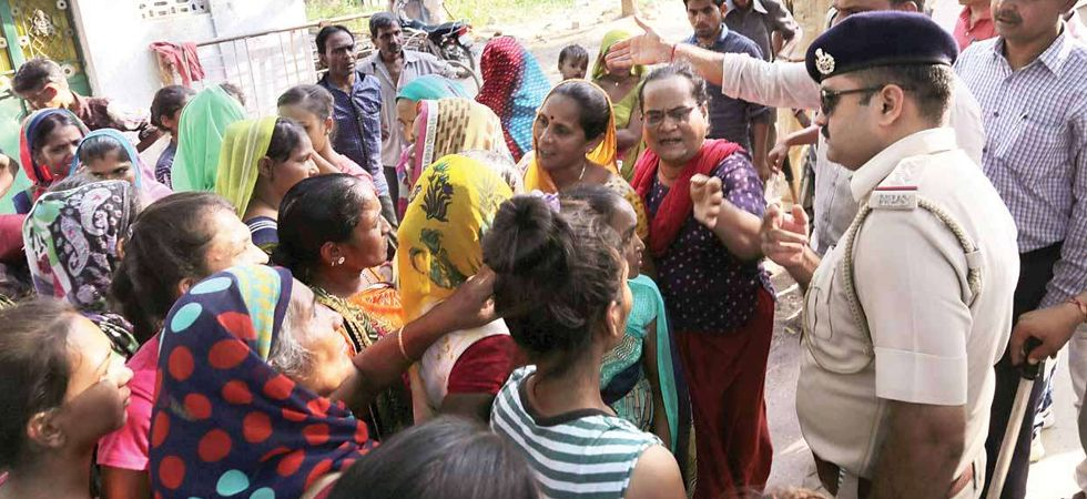 Gujarat: 50,000 migrant workers from UP, Bihar leave after protests over rape; 35 FIRs lodged