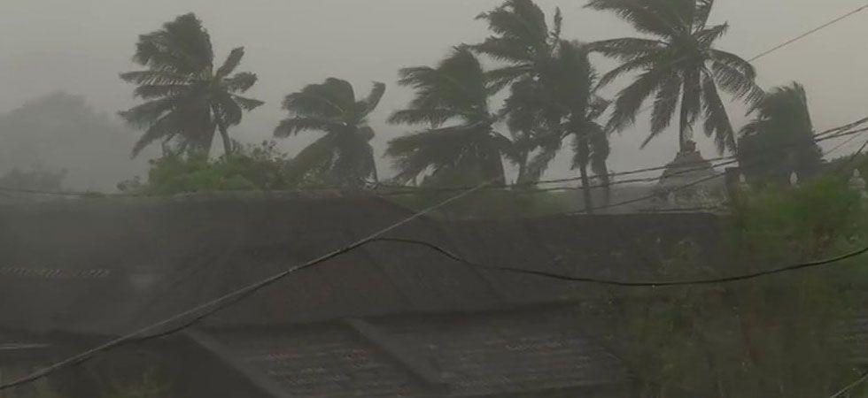 LIVE | Cyclone Titli hits Odisha coast, gusty winds at speed of 126 kmph blowing; lakhs evacuated (ANI Photo)
