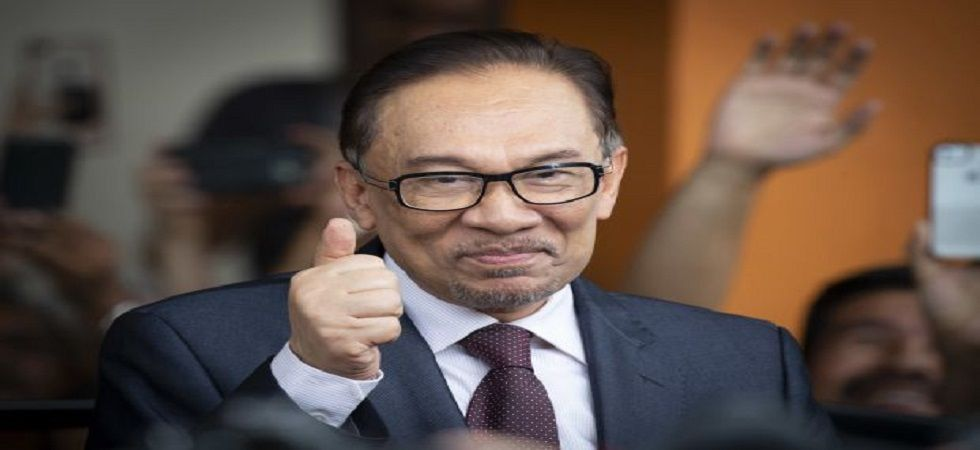 Malaysian PM-in-waiting Anwar takes oath as lawmaker (Photo: Twitter)