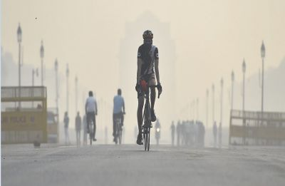 Air quality breaches 'hazardous' mark as smog engulfs Delhi-NCR