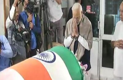 PM Narendra Modi pays tribute to Ananth Kumar in Bengaluru