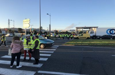 One dead, over 400 injured in French anti-fuel tax blockade