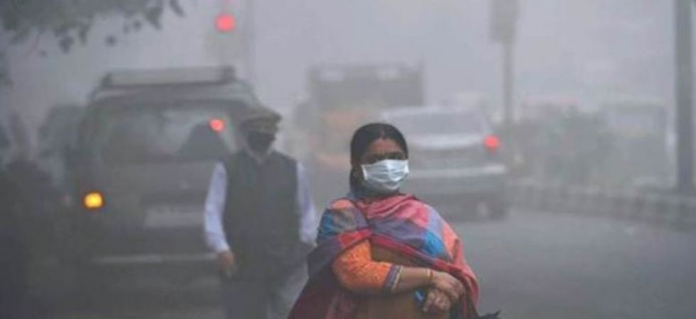 Delhi Air Pollution: AQI remains 'poor'; slow wind speed, high humidity to be blamed