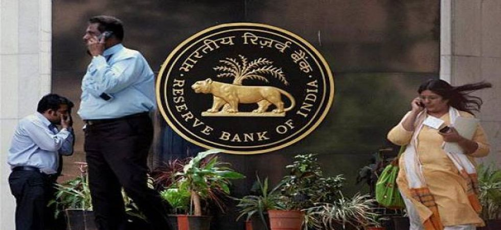 'RBI should push for fresh issuance of shares by banks to meet licensing guidelines' (File Photo)