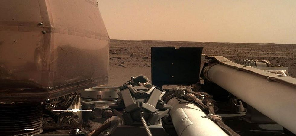 The photo was captured by InSight's Instrument Deployment Camera (Photo: Twitter@NASAInSight)