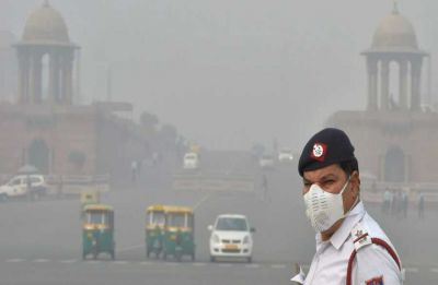 Delhi's air quality very poor; EPCA pulls up govt officials for using hired private diesel vehicles