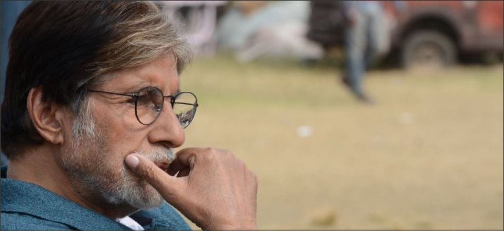 Amitabh Bachchan's Samsung phone problem invites funny Twitter reactions  (Twitter photo)