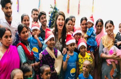 Jacqueline Fernandez spreads smiles on Christmas