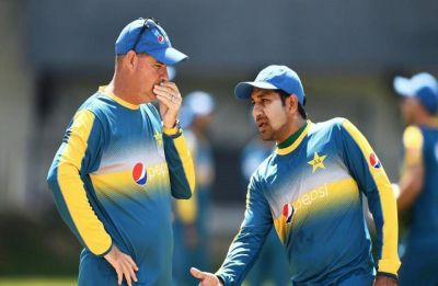 Mickey Arthur, Pakistan cricket coach, gets one demerit point for dissent at third umpire decision