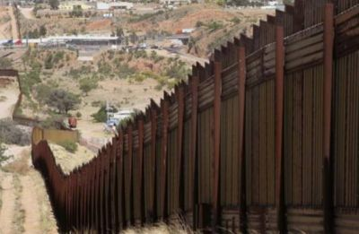 US-Mexico wall row: Authorities use tear gas to stop migrants at southern border