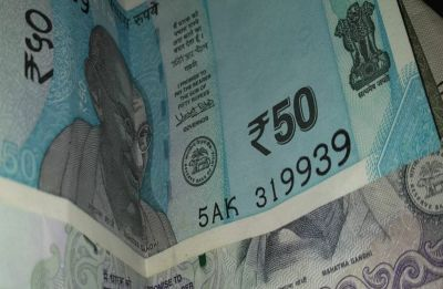Rupee falls 22 paise to 70.40 against US dollar in early trade