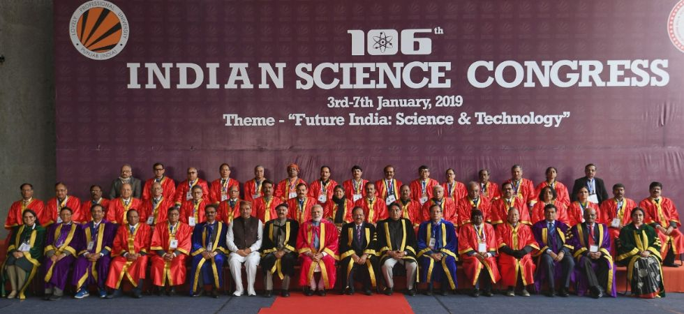 Prime Minister Narendra Modi, Punjab Governor and Chandigarh Administrator V.P. Singh Badnore, Union Science and Technology Minister Harsh Vardhan, Union MoS Social Justice and Empowerment Vijay Sampla and other dignitaries at the 106th Indian Science Con