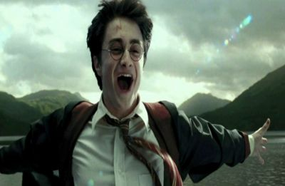 Here's a new fan theory about Harry Potter's scar and netizens just can't keep calm!