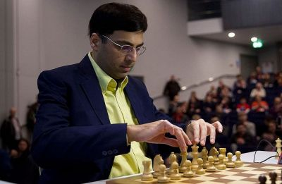 Viswanathan Anand stays on top in intense fight in Tata Steel Chess tournament