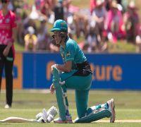 Cricketer suffers flu, nausea in Women's Big Bash League final but still helps side to title