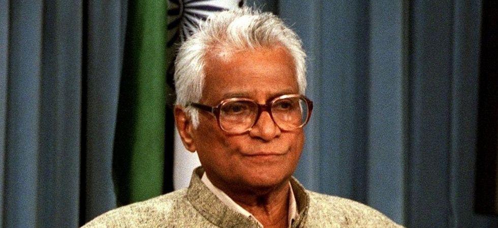 Prime Minister Narendra Modi, Congress chief Rahul Gandhi, condoled Fernandes' demise.