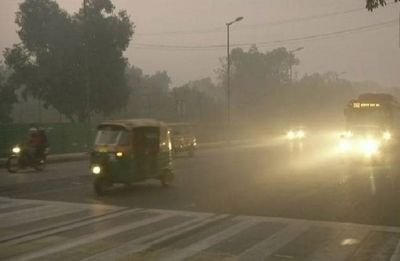 Delhi-NCR wake up to dense fog on Sunday, air quality 'poor'