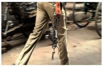 Lol! Mumbai man lands up in jail for catching a policeman who has riding without a helmet