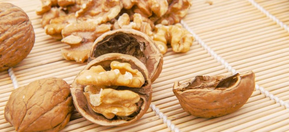 Eating walnuts may lower depression risk./ Image: Twitter