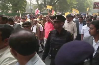 Chandrababu Naidu marches towards Rashtrapati Bhavan demanding special status for Andhra Pradesh