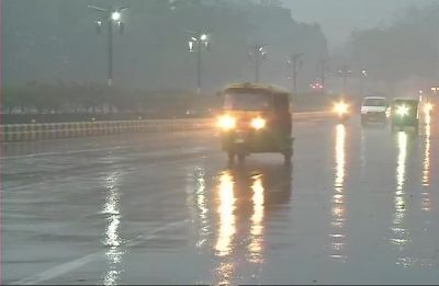 'Perfect start for Valentine's Day': Twitter falls in love with Delhi rains