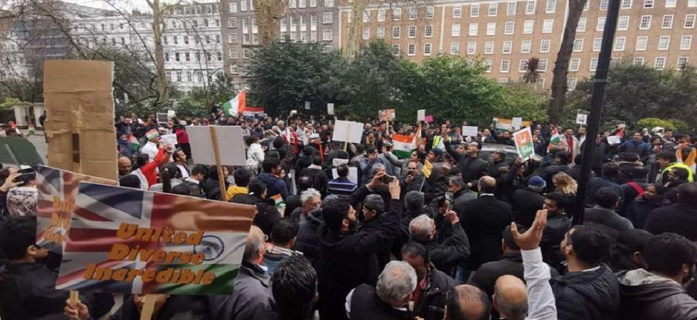 'Pakistan Murdabad' slogans shouted at London streets in protest against Pulwama attack (Photo Source: Twitter)