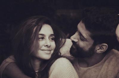 Lovebirds Farhan Akhtar and Shibani Dandekar celebrate 365 days of togetherness, see PIC