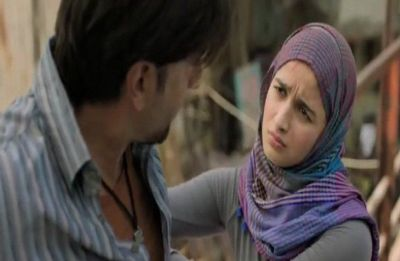 Ranveer, Alia's Gully Boy mark its first flagship, crosses 100 crores in its first week