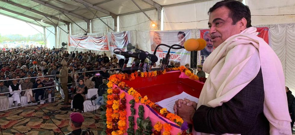 Voicing an out-of-box proposal, Union Minister Nitin Gadkari on Sunday said that people should make urea from urine (Photo: File)