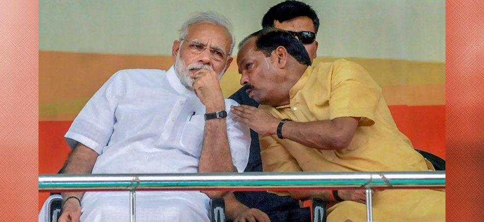 Jharkhand Chief Minister Raghubar Das with Prime Minister Narendra Modi. Under Das, the NDA formed its first majority government in the state after its formation. (File photo: PTI)
