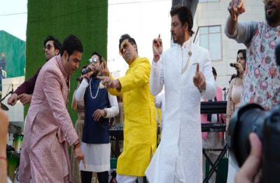 Watch VIDEO: Shah Rukh Khan and Ranbir Kapoor dance with Akash Ambani at his wedding