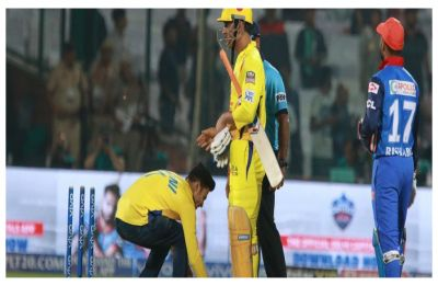 IPL 2019: Two fans breach security, run and touch MS Dhoni's feet in Kotla
