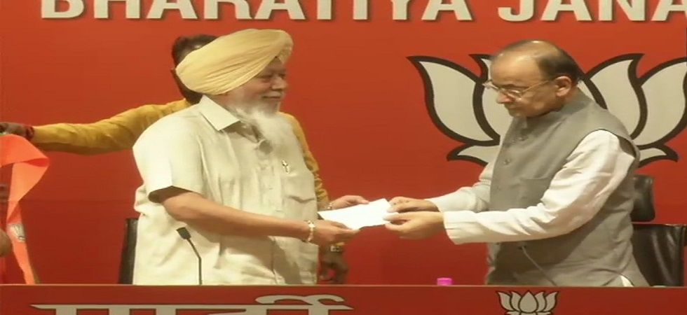 Suspended AAP MP Harinder Singh Khalsa joins BJP in presence of Arun Jaitley. (Photo: ANI)
